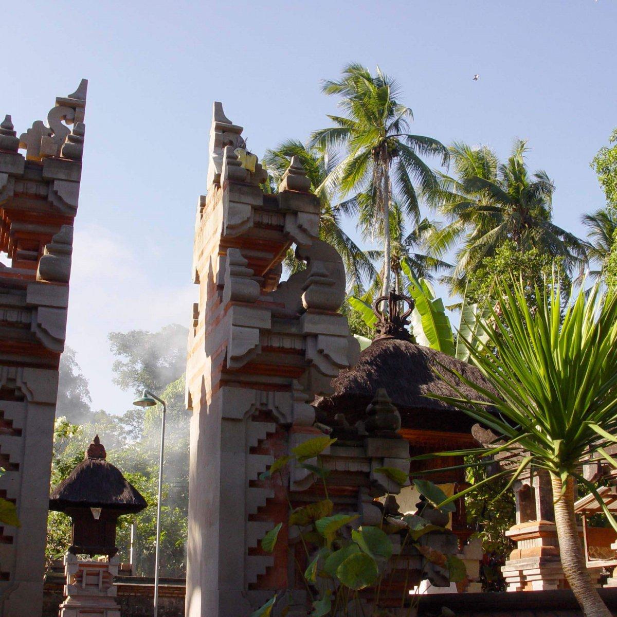 Pengosekan,_Mas,_Ubud,_Bali_200507-2