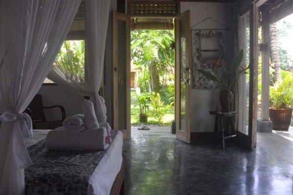 21.bedroomseethrough-1020x765